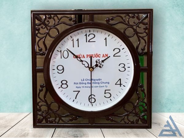 Đồng hồ treo tường vuông giá rẻ