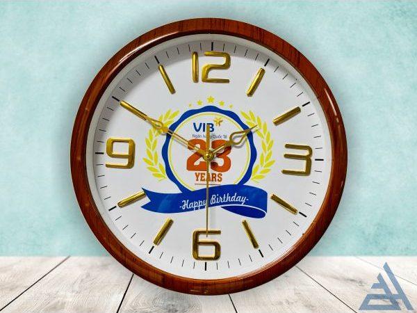 Đồng hồ treo tường số nổi vân gỗ