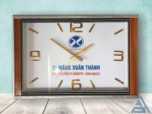 Đồng hồ treo tường chữ nhật kích thước 50cm giá tốt