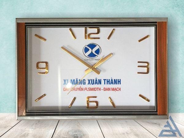 Đồng hồ treo tường chữ nhật kích thước 50cm