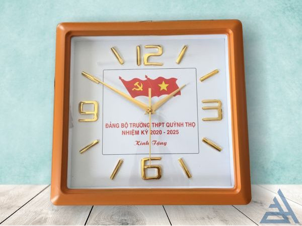 Đồng hồ treo tường vuông số nổi<div class='yasr-stars-title yasr-rater-stars-visitor-votes'                                           id='yasr-visitor-votes-readonly-rater-935707f66084e'                                           data-rating='0'                                           data-rater-starsize='16'                                           data-rater-postid='547'                                            data-rater-readonly='true'                                           data-readonly-attribute='true'                                           data-cpt='product'                                       ></div><span class='yasr-stars-title-average'>0 (0)</span>